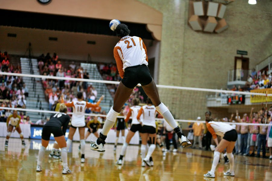 UTvolleyball-by-BenBriones
